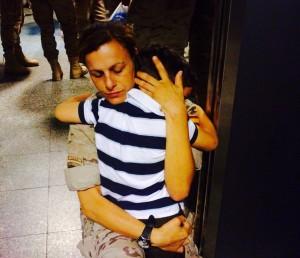 Loreto Villa despidiéndose de su hijo