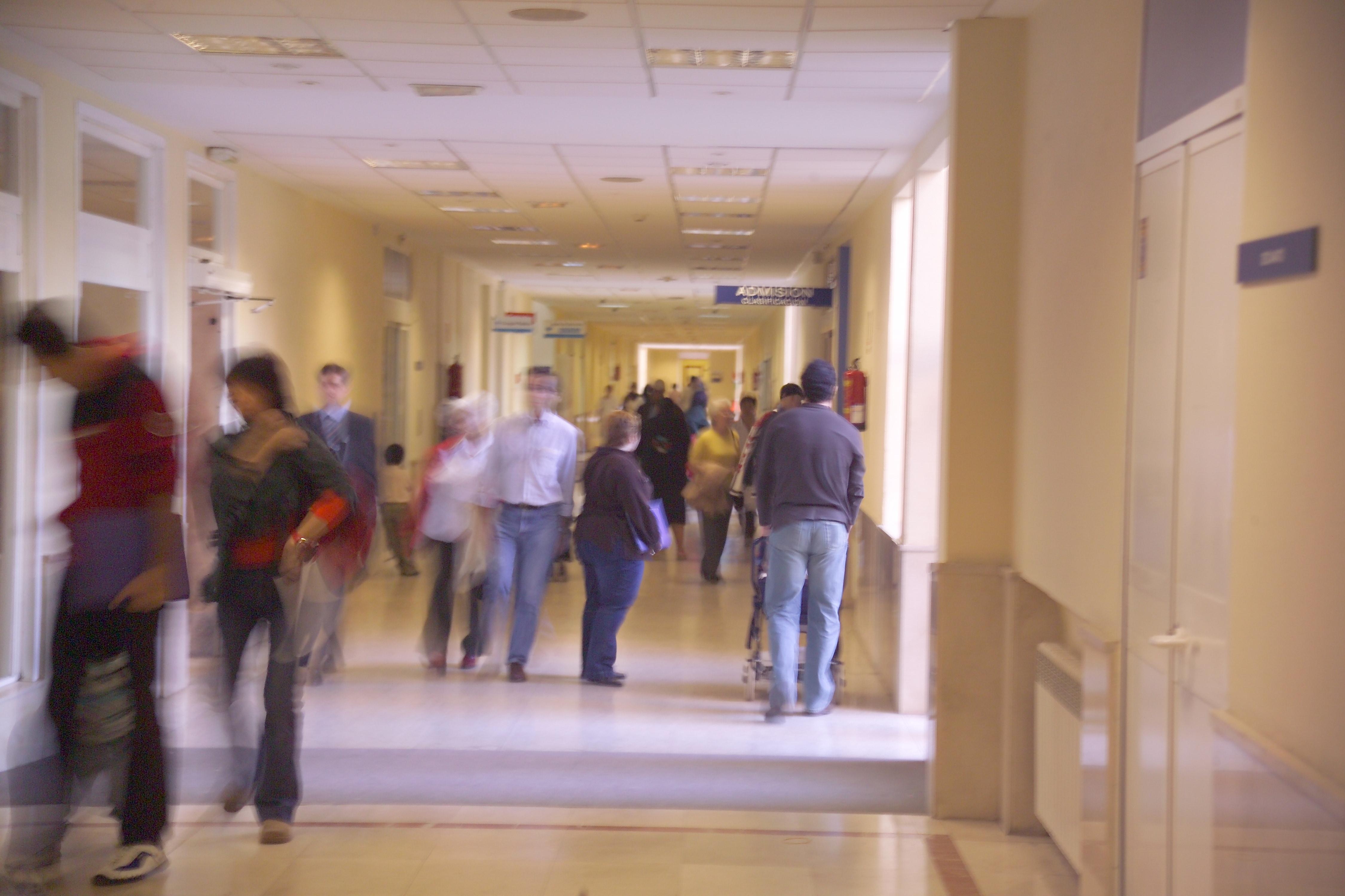 Bruselas y la OCDE piden a los países de la UE reducir tiempo de espera y coste de asistencia sanitaria primaria