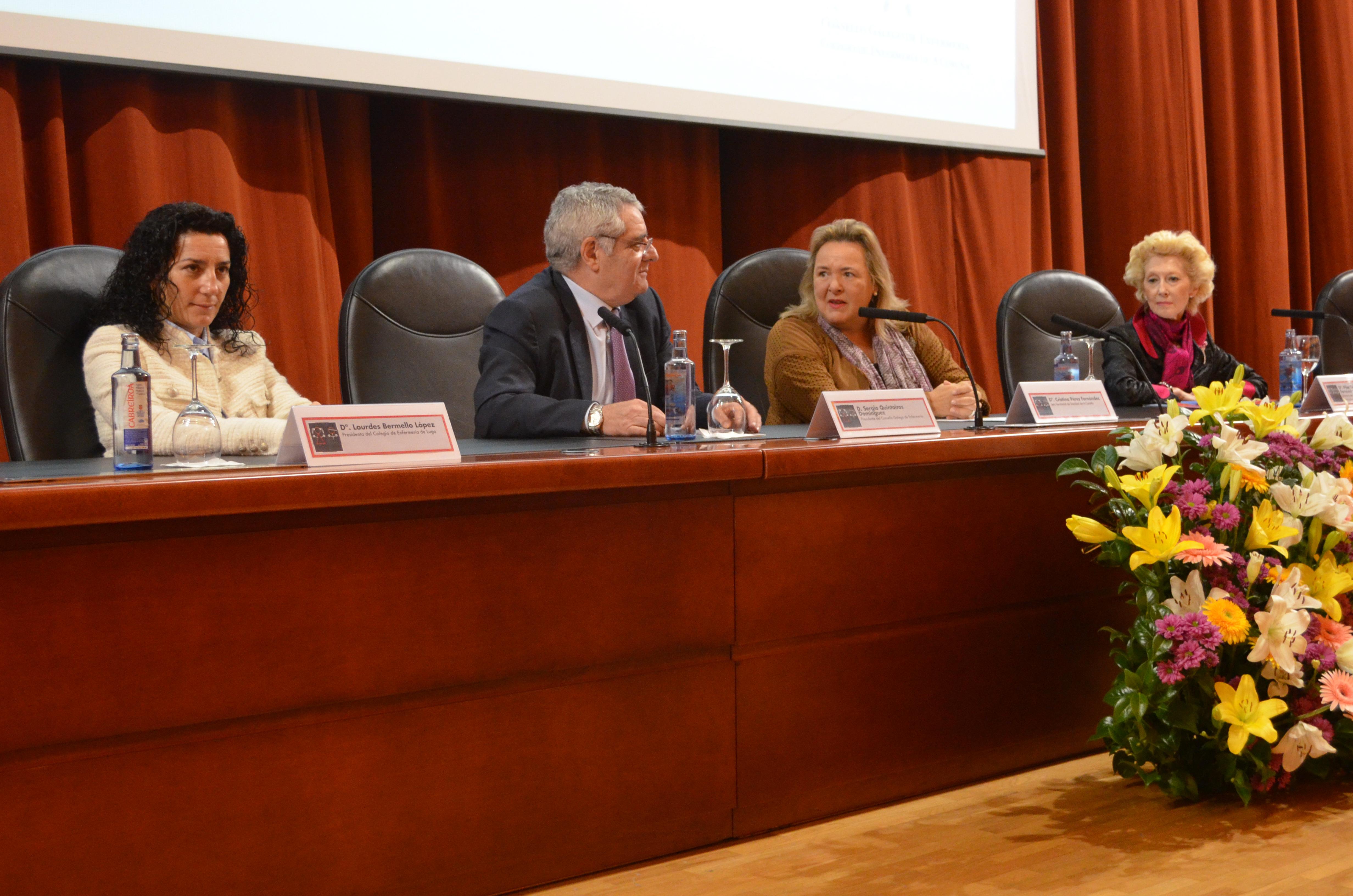 De izquierda a derecha: Lourdes Bermello, presidenta del Colegio de Enfermería de Lugo; Sergio Quintairos, presidente del Consello Galego de Enfermería; Cristina Pérez Fernández, jefa territorial de la Consellería de Sanidade; y Pilar Fernández, vicepresidenta primera del CGE