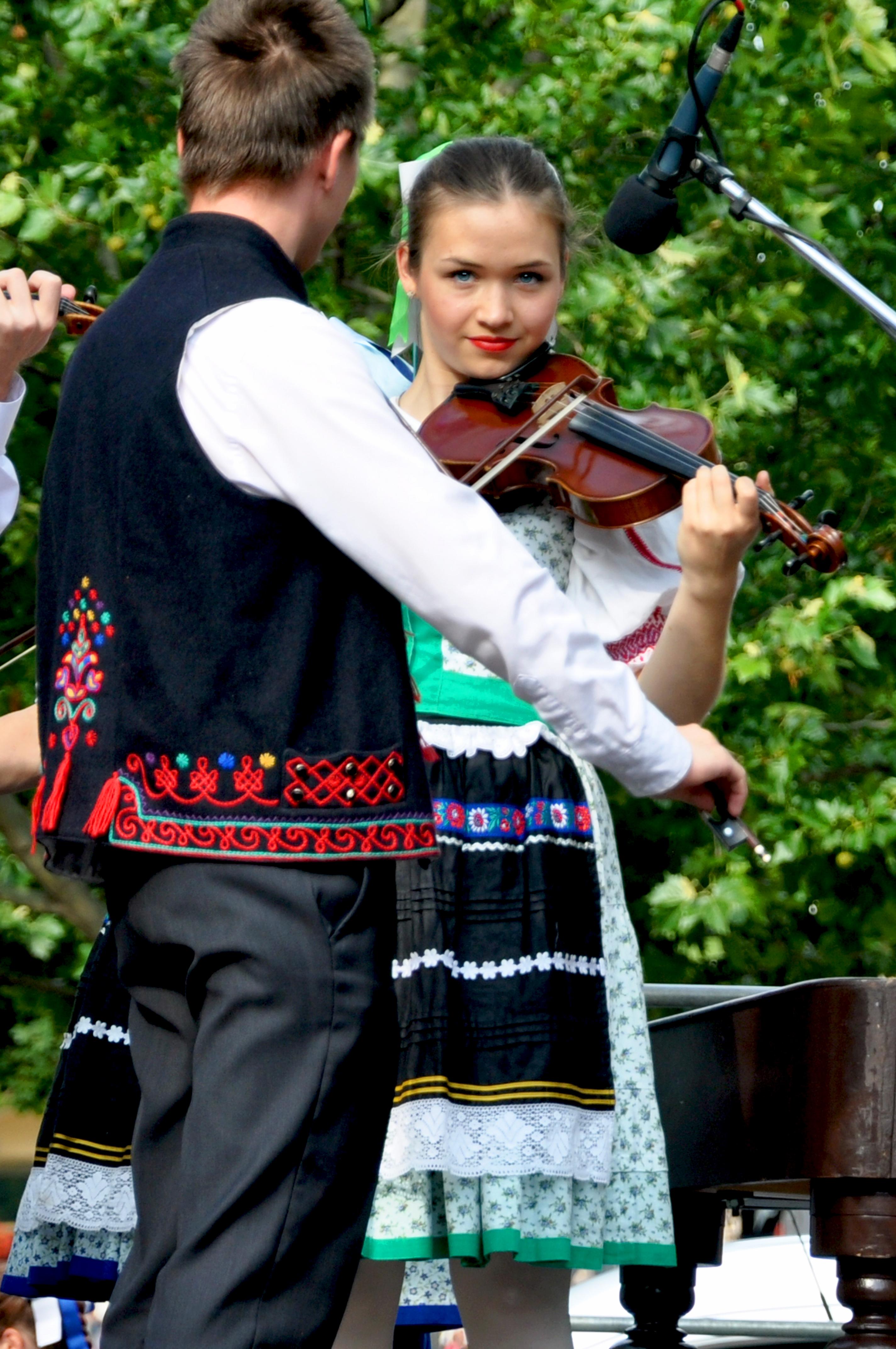 Concierto de música tradicional en la calle