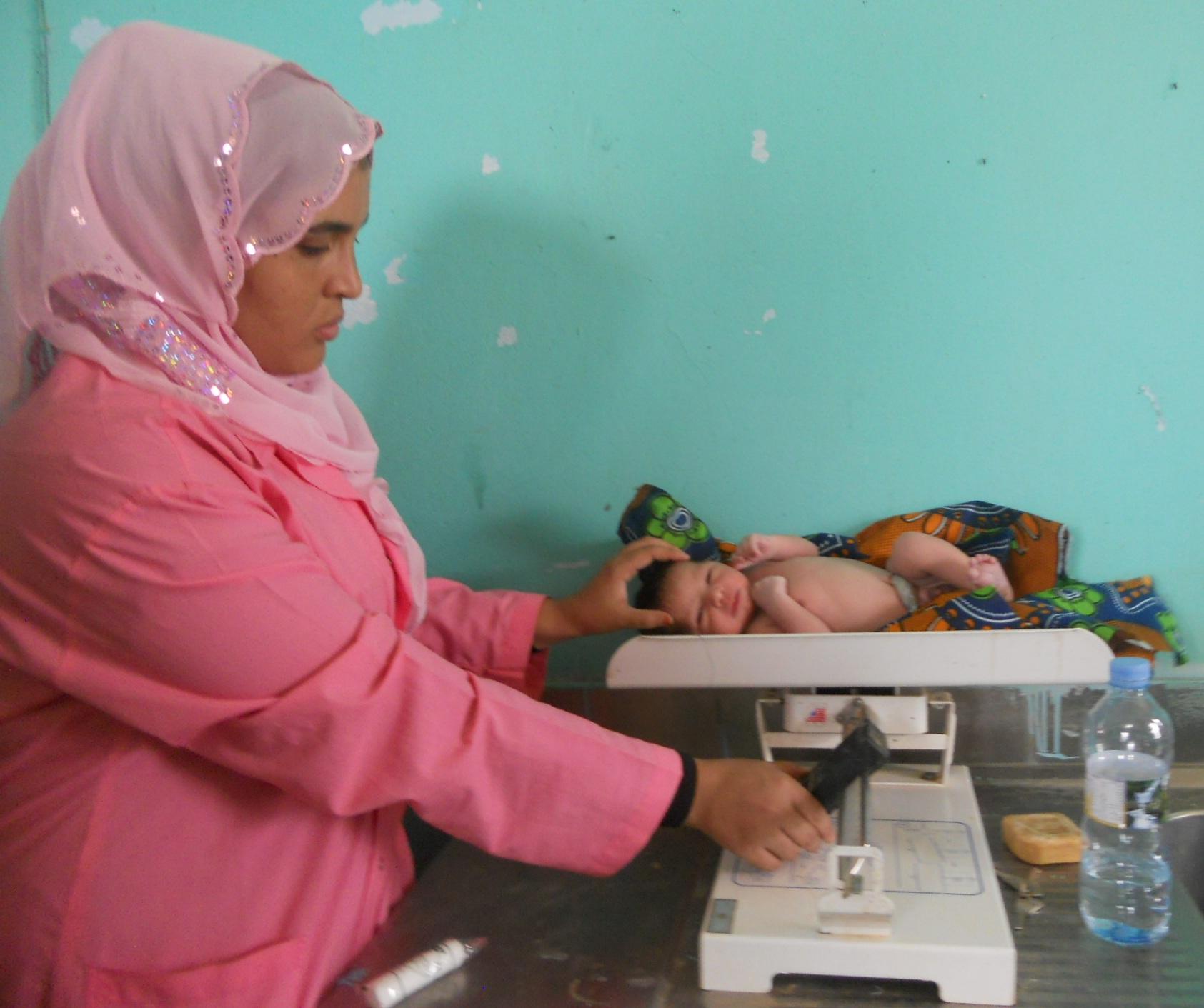 Los enfermeros de Mauritania reciben la primera guía del país en ginecología y obstetricia