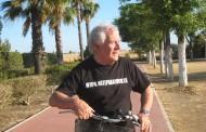 Pepe Carmona, enfermero jubilado de Sevilla, resume su vida en 90 poemas