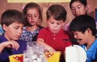 La OMS quiere que se limite la publicidad de alimentos ricos en sal, grasas y azúcares en niños