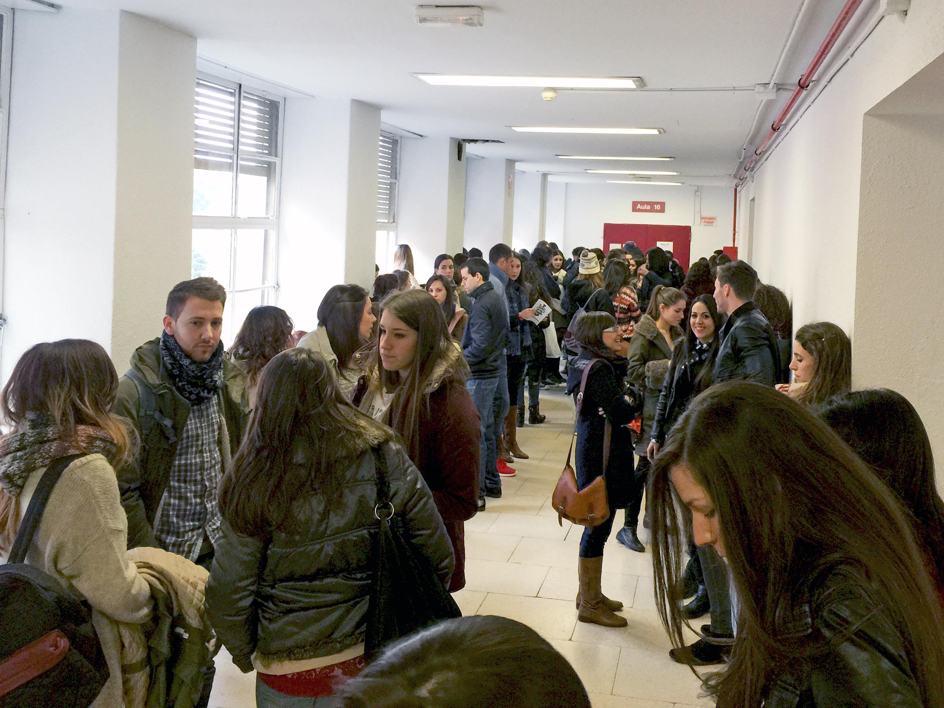 Casi 13.000 enfermeros luchan hoy por conseguir una de las 1.092 plazas EIR