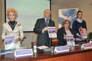 De izquierda a derecha: Pilar Fernández, Máximo González Jurado, Emilia Redondo y Rosabel Molina, durante la presentación del informe. Imagen: Ana Muñoz