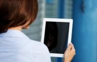 Alertan de los dolores cervicales al usar una tableta