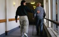La enfermería instruye a los cuidadores de personas dependientes