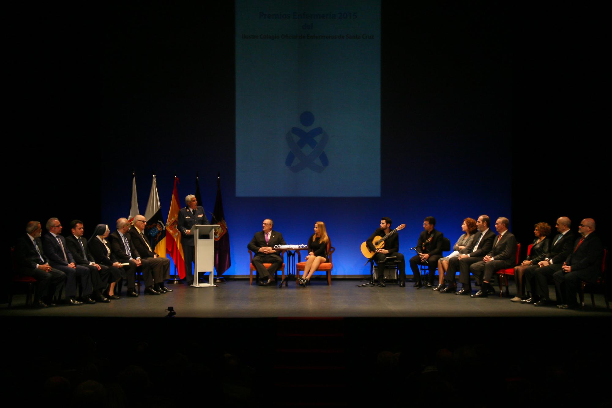 El Colegio de Enfermería de Tenerife premia a quienes se aproximan al ser humano en catástrofes y emergencias