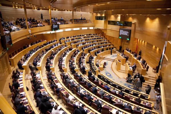 La prescripción enfermera vuelve a la escena parlamentaria de la mano del PSOE