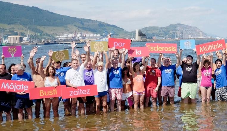 Más de 900 playas y piscinas participan mañana en la campaña 'Mójate por la Esclerosis Múltiple'
