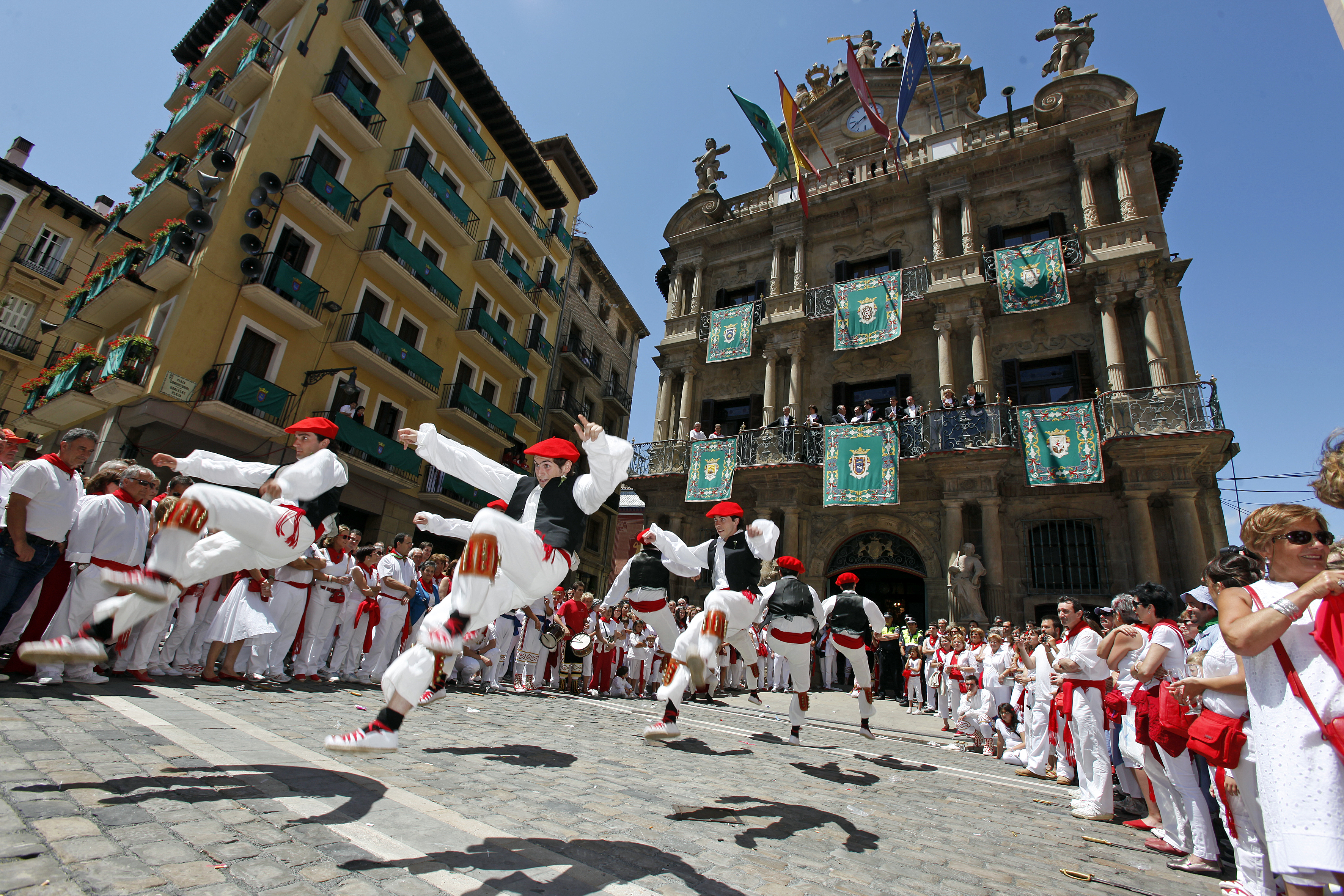 Pamplona, en blanco y rojo