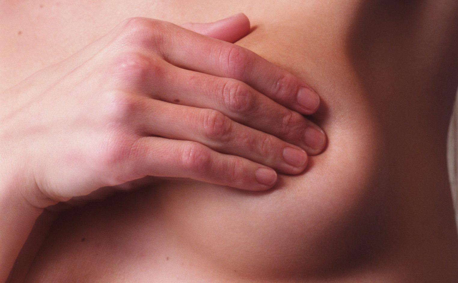 El SAS premia una iniciativa liderada por una enfermera del Hospital Reina Sofía de Córdoba dirigida a sanitarias con cáncer de mama