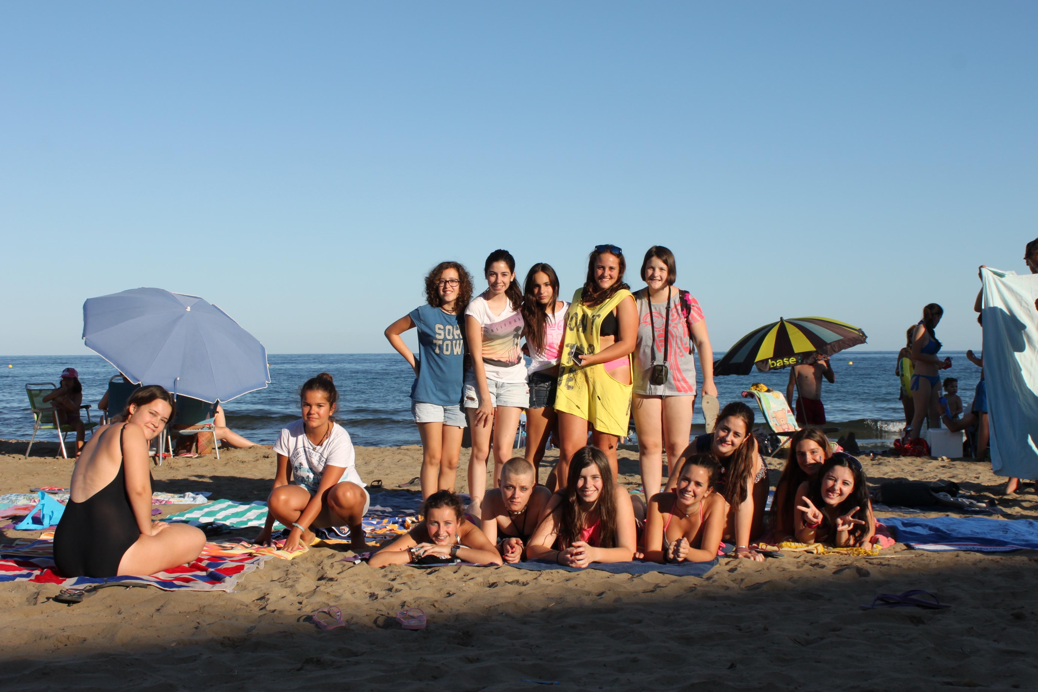 Adolescentes con cáncer, en una playa de Murcia