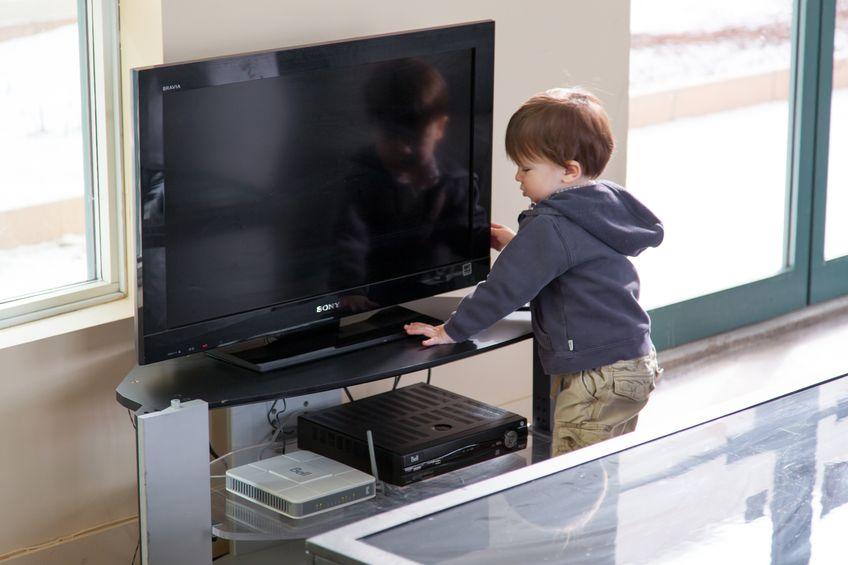 La Asociación Americana del Corazón recomienda que niños pasen como mucho 2 horas diarias frente a una pantalla