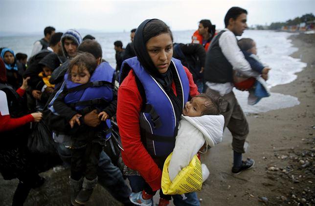 Enfermeros y médicos de dos hospitales de Barcelona asistirán a refugiados en Grecia
