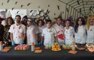 El Hospital Materno Infantil de Málaga ofrece una merienda de Halloween a los menores ingresados y sus familias