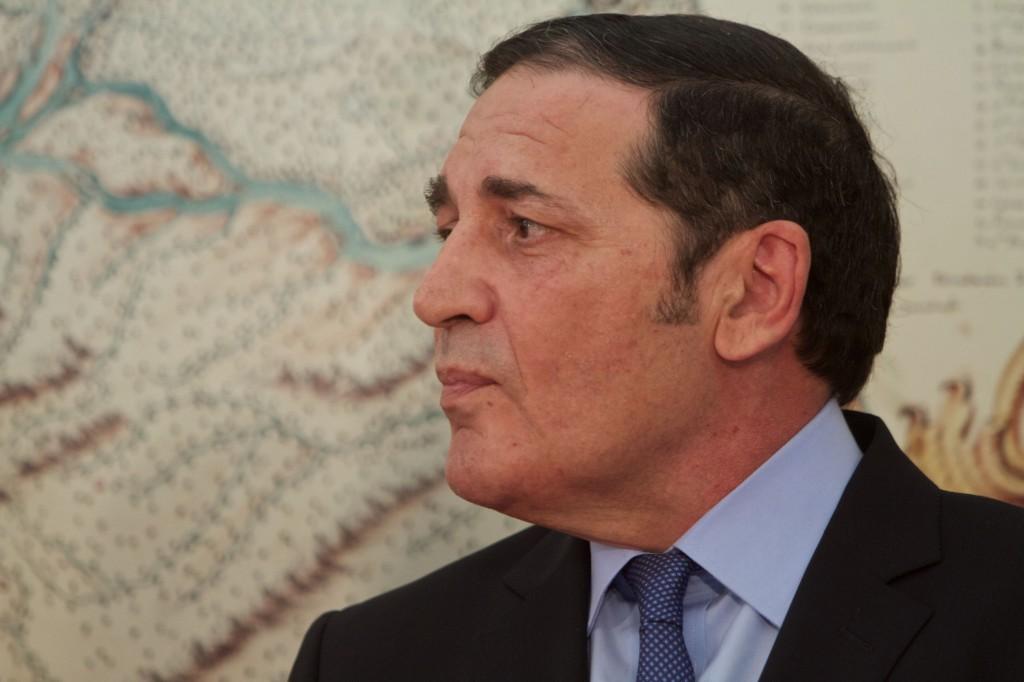El consejero de Castilla y León no convence con sus disculpas por la suspensión de las oposiciones de enfermería