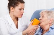 Los ancianos en residencias tienen un 55% más riesgo de morir que los atendidos en casa