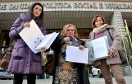 Las matronas entregan 5000 firmas contra la actividad ilegal de las doulas
