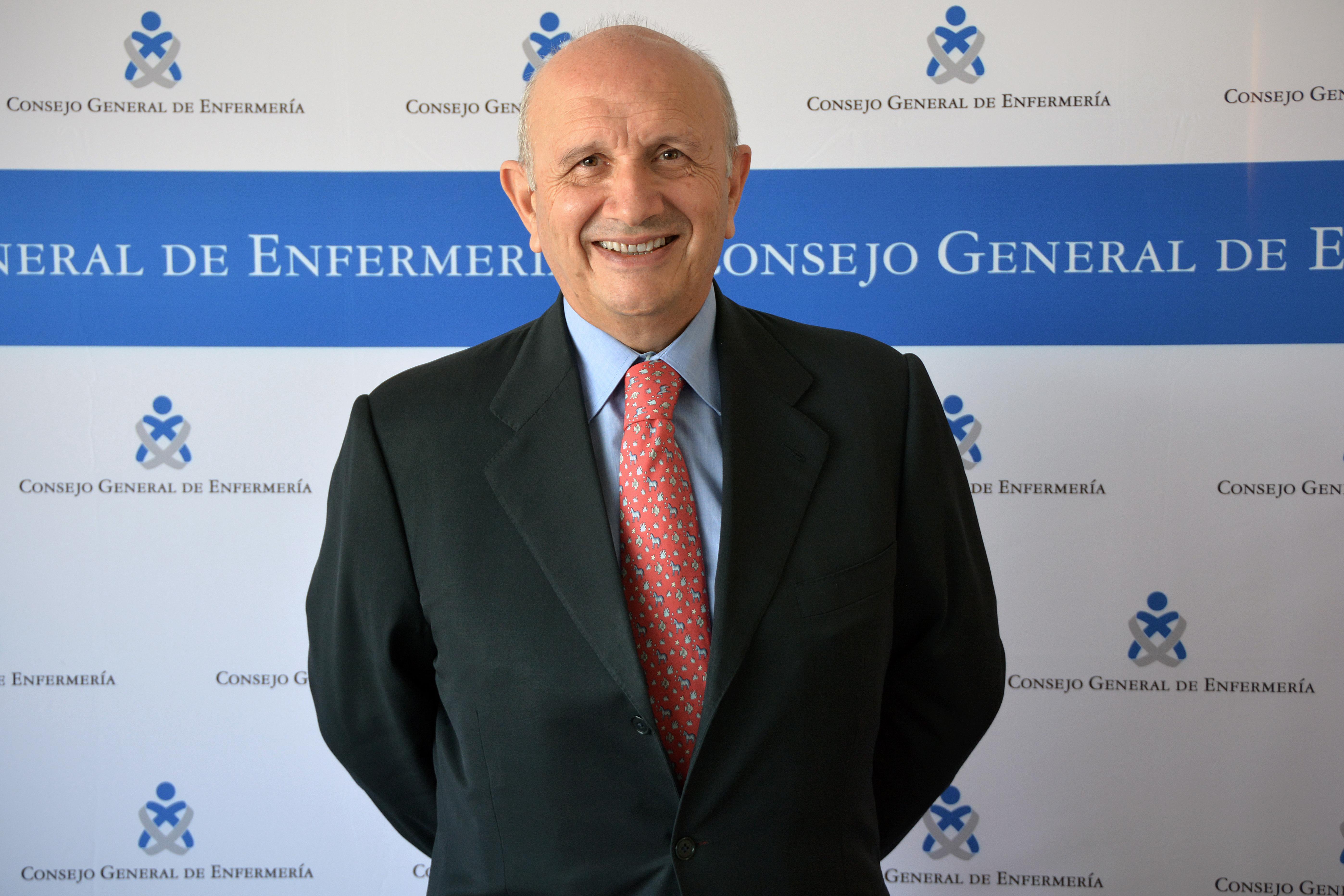 Máximo González Jurado cierra su etapa como presidente del Consejo General de Enfermería y convoca elecciones
