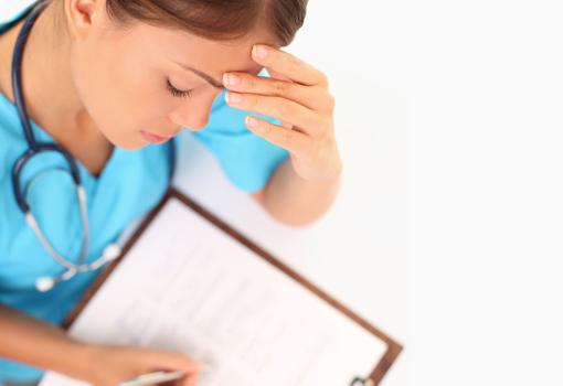 La enfermería pide a la ministra que se cumplan los plazos para aprobar el RD de prescripción enfermera