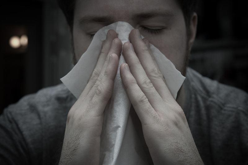 La incidencia de la gripe en España casi se duplica en una semana y queda cerca de los niveles epidémicos