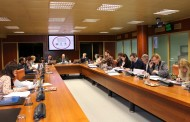 La enfermería vasca explica al Parlamento autonómico que la profesión debe cumplir el RD de prescripción