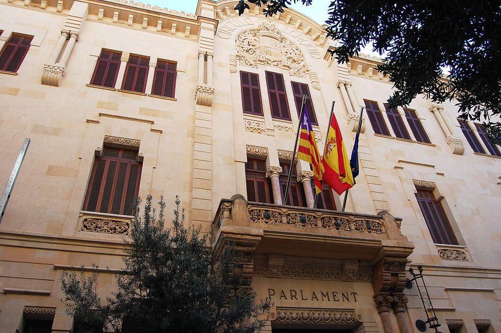 El Parlamento Balear insta al Gobierno a derogar el decreto de prescripción enfermera