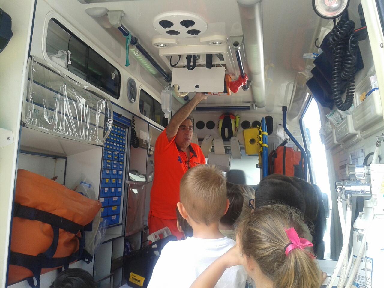 El 061 enseña primeros auxilios a 350 alumnos de infantil, primaria y secundaria