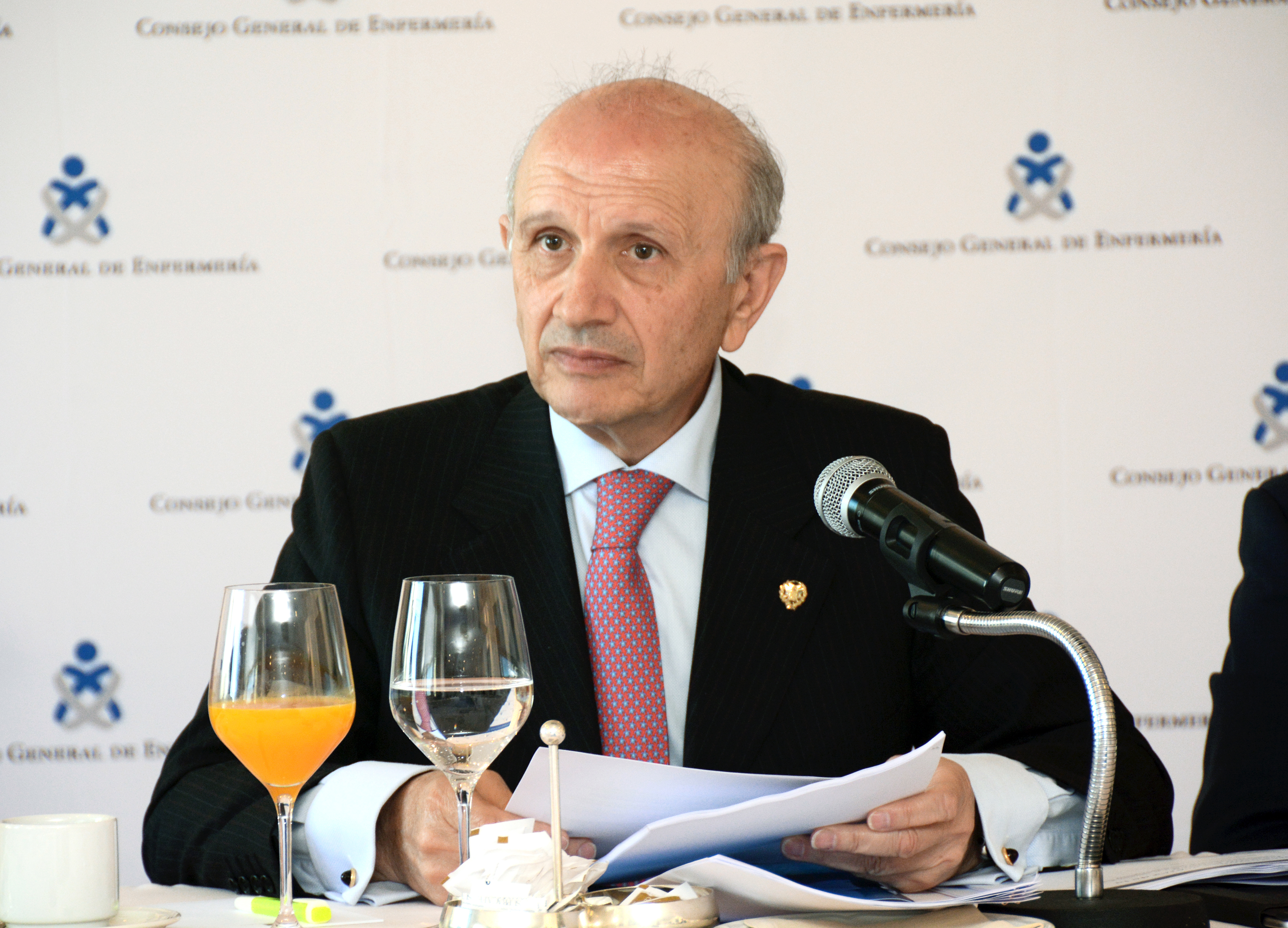 El presidente del CGE pide al PP que renueve a aquellos portavoces sanitarios que