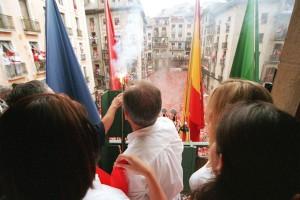 Miles de personas abarrotan la Plaza del Ayuntamiento durante el txupinazo. Imagen: Ayuntamiento de Pamplona