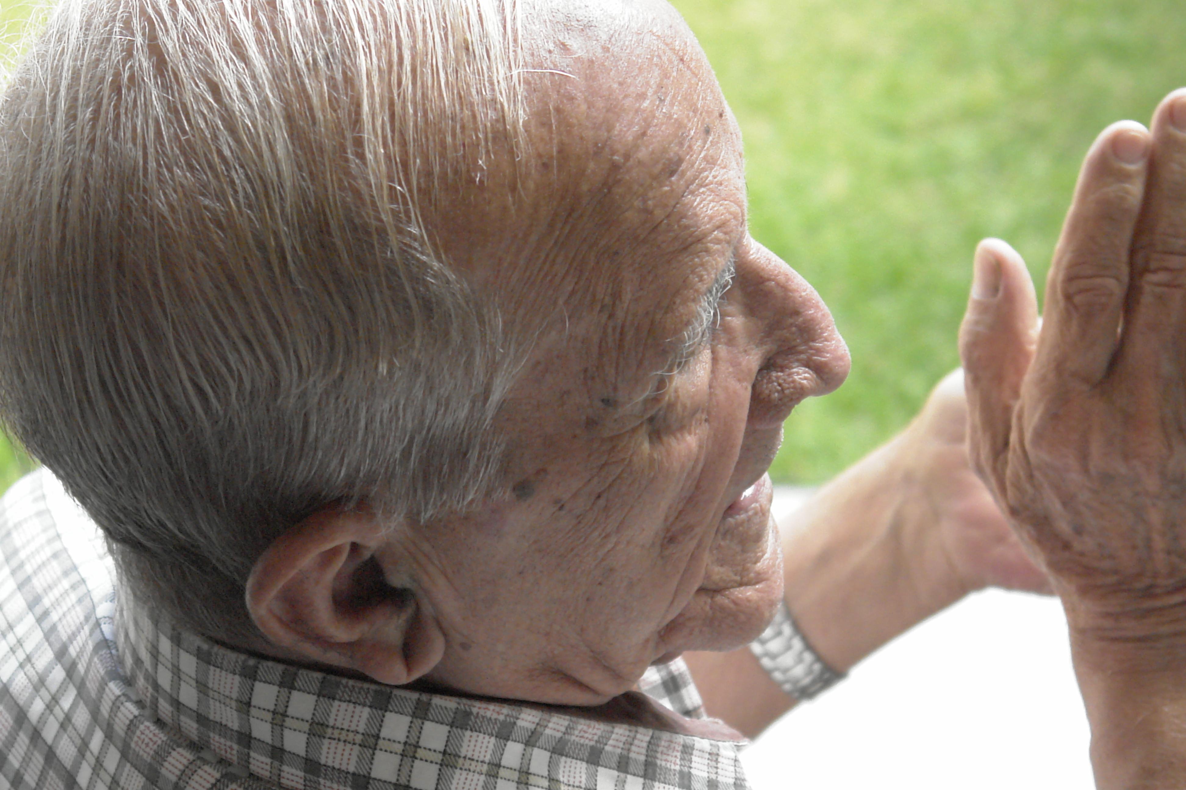 Un medicamento contra el VIH podría tratar la enfermedad de Alzheimer y trastornos asociados con la edad