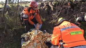 gracias-a-la-ayuda-de-sherpa-el-equipo-sanitario-encuentra-a-la-victima-escondida-entre-rocas-y-arboles