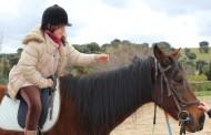 Una enfermera propone un tratamiento con caballos para ayudar a niños con cáncer