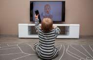 Siete de cada diez niños españoles comen con una pantalla delante