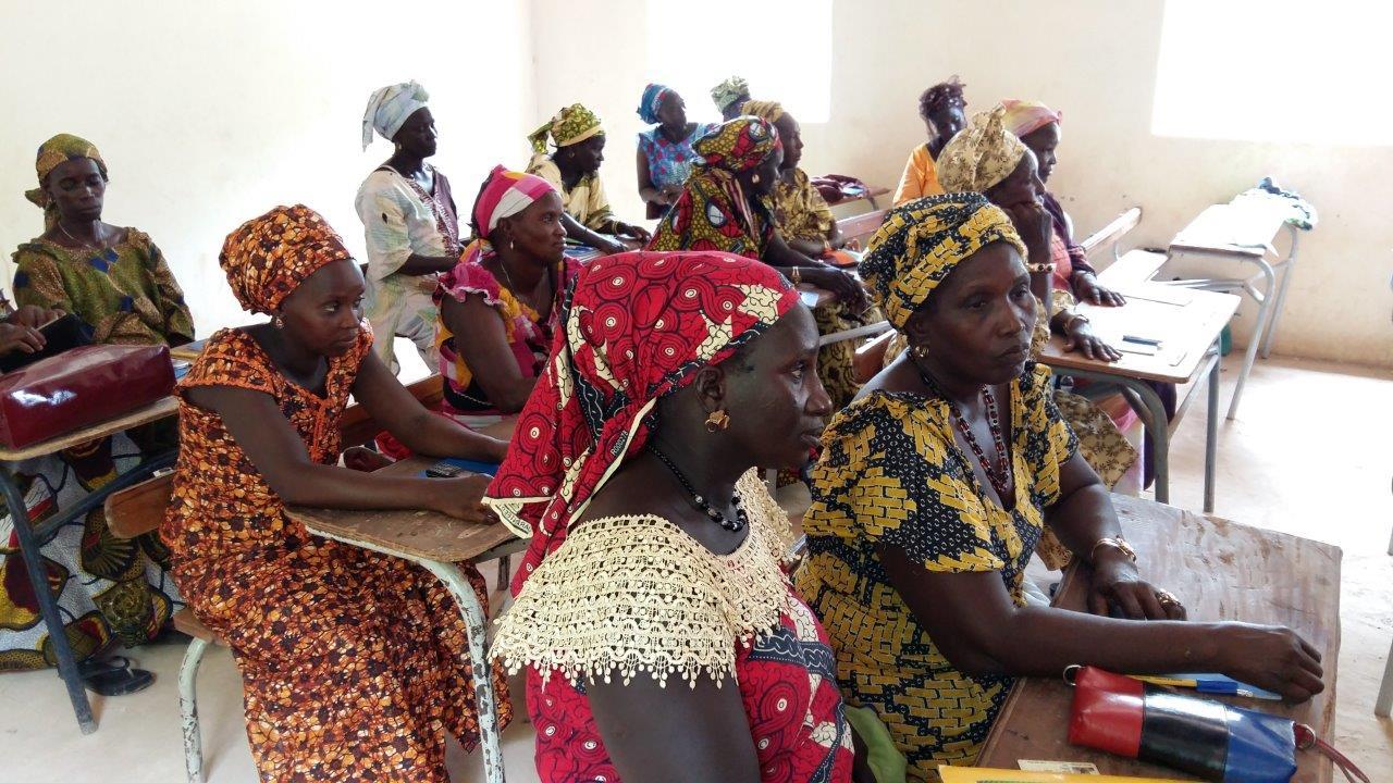 """Banjenou Gox,  """"madrinas"""" de Senegal"""