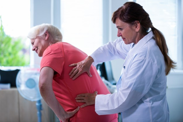 Una de cada cuatro mujeres y uno de cada seis hombres mayores de 65 años serán dependientes en 2047
