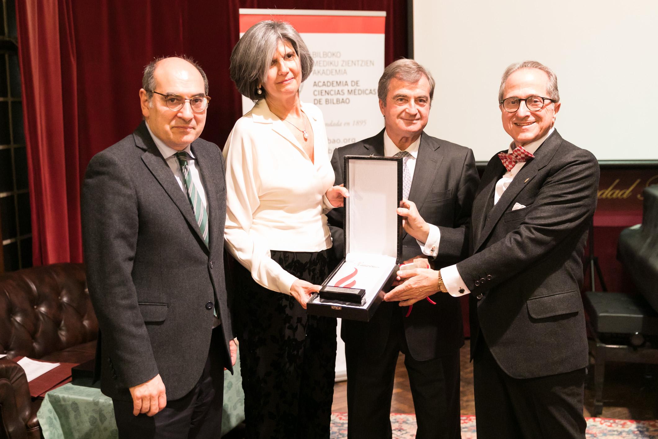 Premian al colegio de enfermería de Vizcaya con el galardón Dr. José Carrasco - D. Máximo de Aguirre