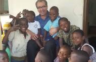 El enfermero jerezano Antonio Barrones parte a Mozambique para atender a menores huérfanos