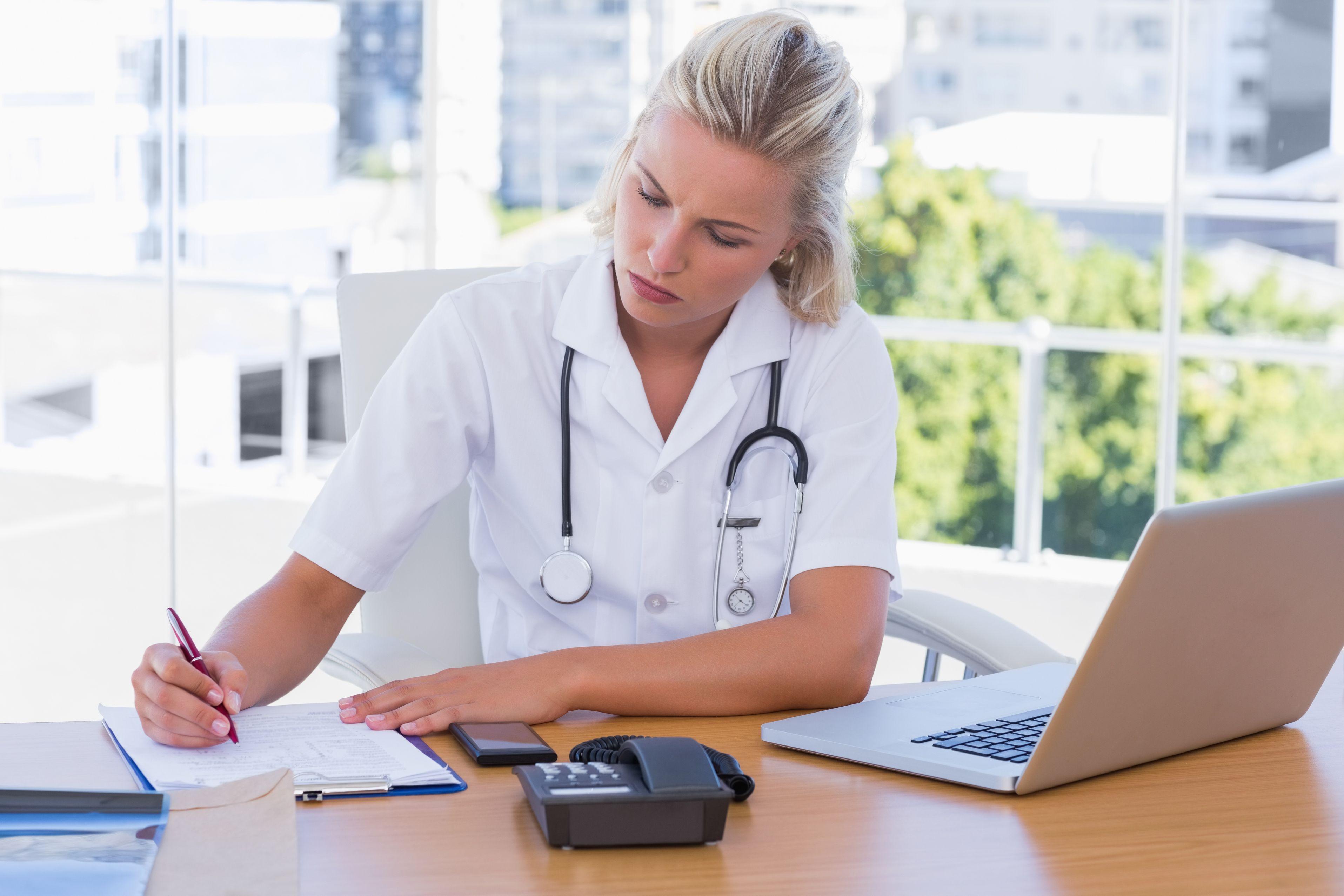 El Colegio de Enfermería de Alicante acoge una jornada sobre investigación enfermera
