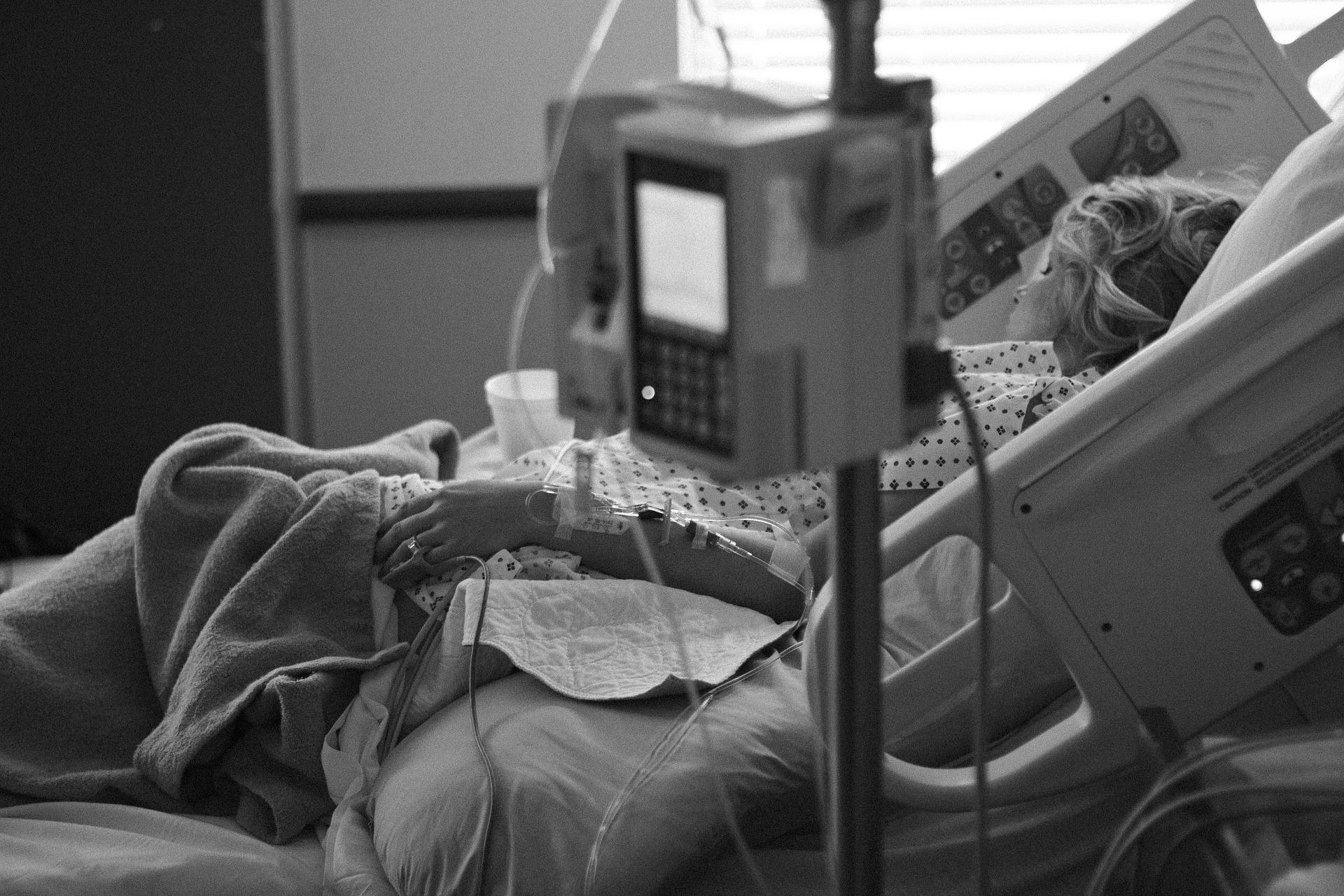 Paliativos para toda la población y regular la eutanasia, claves en el abordaje de la muerte digna