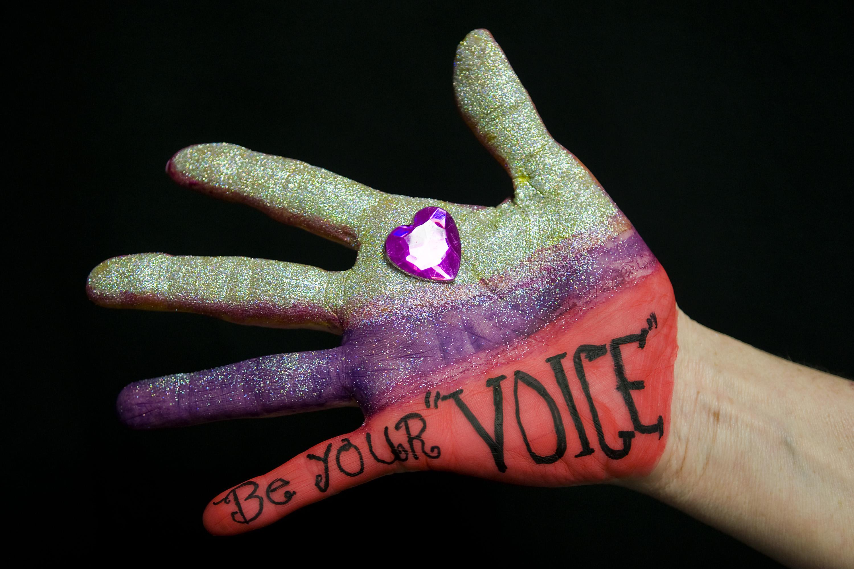 Gafas moradas contra la violencia de género