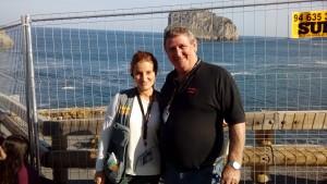 Irene Montes con Barry May-Lebourne, del departamento de riesgos laborales de la serie.