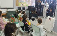 Una visita desde el espacio para niños ingresados en el 12 de Octubre