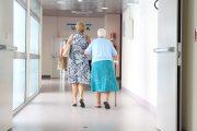 Enfermería rechaza crear nuevos perfiles profesionales en residencias de mayores: traerán