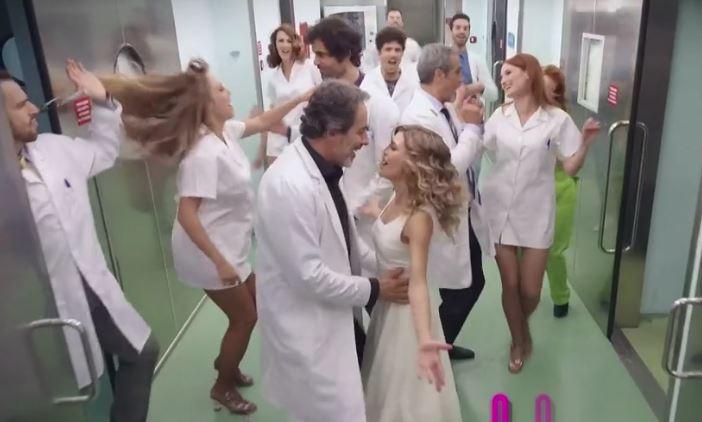 """El Consejo General de Enfermería protesta ante TVE por la imagen de la profesión """"sexista y vejatoria"""" que ofreció en Nochebuena"""