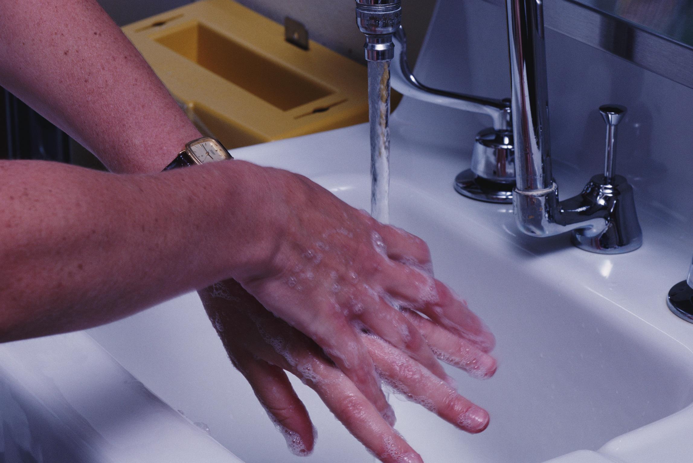 Una guía para perfeccionar la formación como observadores del cumplimiento de higiene de manos
