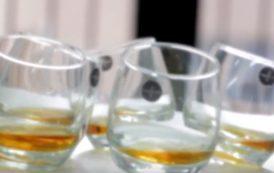 Los mayores de 64 consumen menos alcohol y tabaco pero más hipnosedantes que los jóvenes, según Sanidad