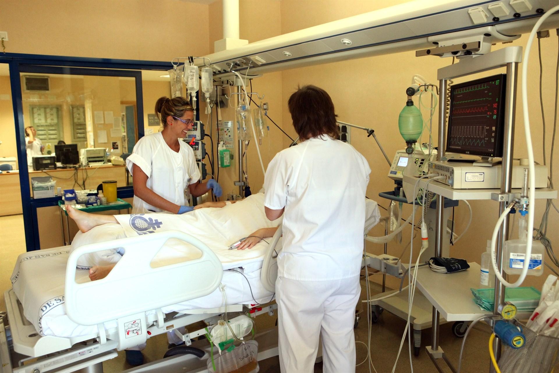 Se reduce un 10% la mortalidad en los hospitales españoles, mientras que las bajas hospitalarias aumentan un 2%