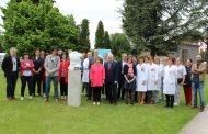 Una escultura por y para las 6.000 enfermeras navarras
